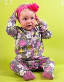 Bambina con capitium rosa e la bolla di sapone — Foto Stock