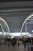 Människor på järnvägsstationen utrecht — Stockfoto