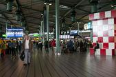People in the Amsterdam Airport — Zdjęcie stockowe