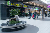 Grand Cafe Plaza in the Amsterdam Airport — Stock Photo
