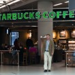 Starbucks Coffee terrace in Schiphol Airport — Stock Photo #35483067