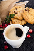 Coffee with cowberry cookies and ripe berries — Stock Photo