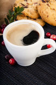 Cup of coffee with cowberry cookies — Stock Photo