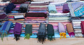 Scarves on the Indian market — Стоковое фото