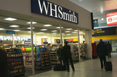 WH Smith in London Gatwick Airport — Stok fotoğraf