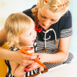 Mother and daughter drawing — Stock Photo #43450037