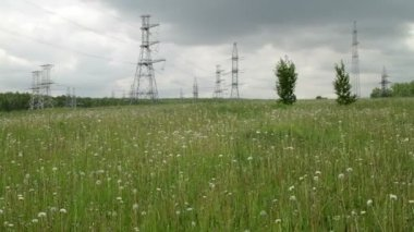High voltage power pylons on against cloudy sky — Stock Video