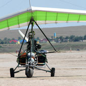 Motor hang glider close up on the ground — Stock Photo