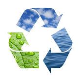 Reciclar símbolo de olas, nubes y hojas verdes con gotas — Foto de Stock