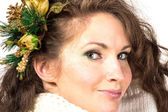 若くて美しい女性の肖像画冬ドレスと髪のピンの分離白 — ストック写真