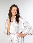 Kobieta w peniuarem ze szczoteczka do zębów — Zdjęcie stockowe
