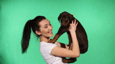 Brunette girl with her doberman puppy — Stok video