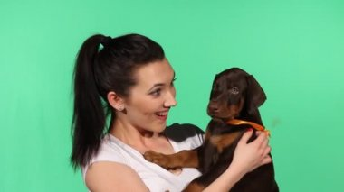 Brunette girl with her doberman puppy — Vídeo de Stock