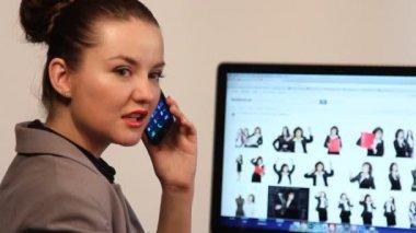 Woman speak on phone — Stock video