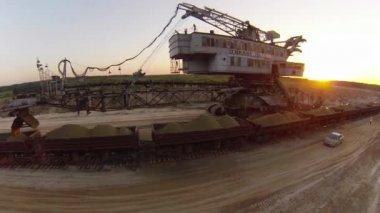 Sand mining excavator — Stock Video
