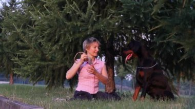 Woman playing with dog — Stock Video