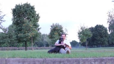 Man playing with dog — Stock Video