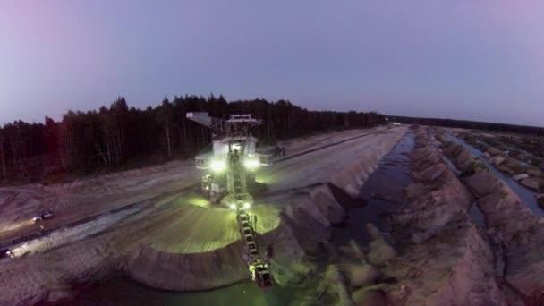 Excavador de noche — Vídeo de stock