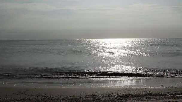 Mer, le temps de coucher du soleil — Vidéo