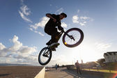 BMX stunts at the street — Zdjęcie stockowe