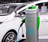 Plug-in electric car being charged. — 图库照片