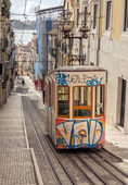 Lisbon's Gloria funicular classified as a national monument opened 1885 located on the west side of the Avenida da Liberdade connects  downtown with Bairro Alto. — Foto Stock