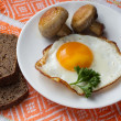 Fried mushrooms and egg — Foto Stock