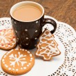 Coffee and gingerbread cookies — Stock Photo