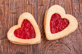 Two heart-shaped cookies with jam — Stock Photo