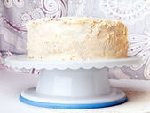 Cake with white buttercream frosting — Stock Photo