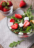 Healthy salad on the wooden table — Stockfoto