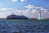 Lighthouse and sea cruising liner — Stock Photo
