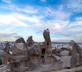 Paesaggio di montagna del monastero di grotta — Foto Stock
