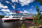 Cruises on river Mandrogi a crafts village on the Svir river. — Stock Photo