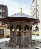 Islamic washstand with Koran, Istanbul, Turkey — Stock Photo