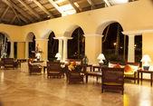 Lyxig caribbean resort på natten — Stockfoto