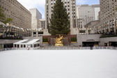 NEW YORK CITY - DEC. 5: The rink at historic landmark, Rockefell — Stock Photo
