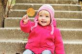 Maluch z liści — Zdjęcie stockowe