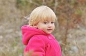 在森林里的宝贝女儿 — 图库照片