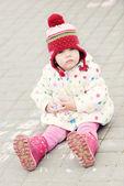 女孩用粉笔 — 图库照片