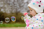 Girl with soap bubbles — 图库照片