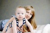 Anne ve bebek evlat — Stok fotoğraf