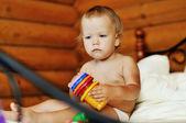 Criança com brinquedo — Foto Stock