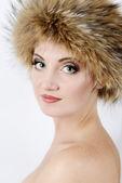Mujer con sombrero de piel — Foto de Stock