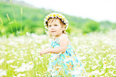 Girl runnung in field — Foto Stock