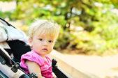 在婴儿车中的宝贝女儿 — 图库照片