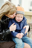 Mother calming son — Stock Photo