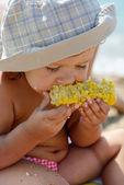 Toddler eating corn — Stock Photo