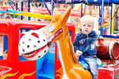 Boy in the amusement park — Stockfoto