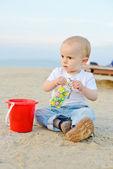 Chico en la playa — Foto de Stock